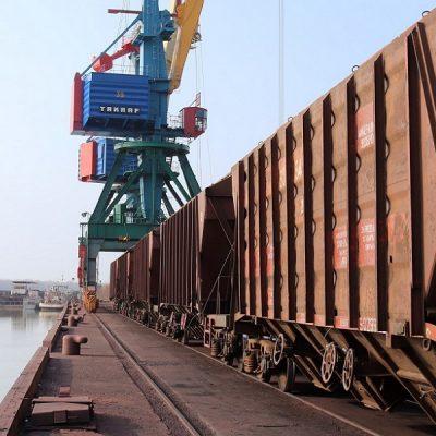 В январе-сентябре объем железнодорожных грузоперевозок сократился на 4,7%
