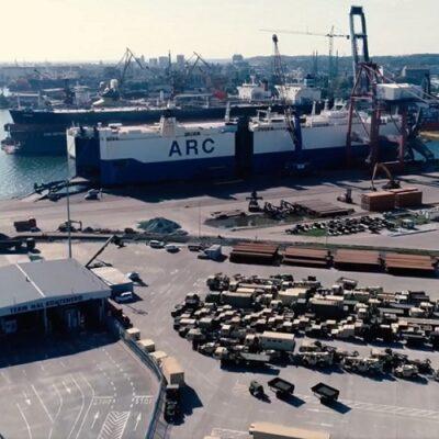 Порт Гданьск обработал автовоз с 400 единицами техники американской армии