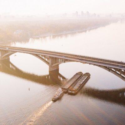 Объем грузоперевозок по Днепру снижается шестой месяц подряд