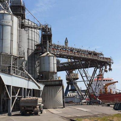 «Укртрансагро» возобновило перевалку на терминале в Мариуполе