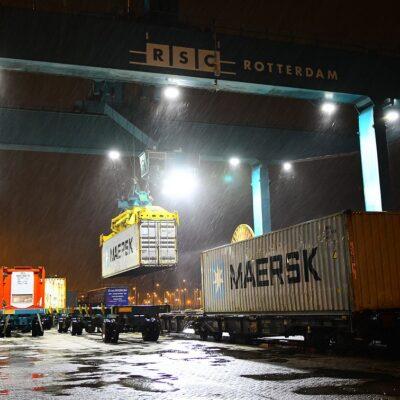 Порт Роттердам временно отказался от беспилотной схемы перевозки контейнеров