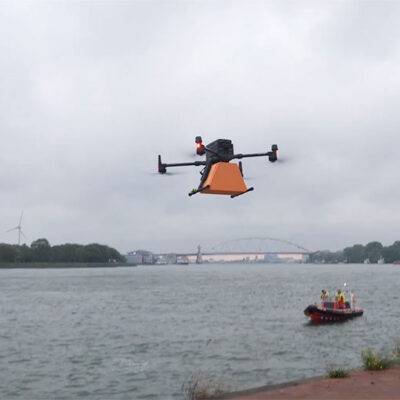 В порту Роттердам вторично опробовали доставку груза дроном на судно
