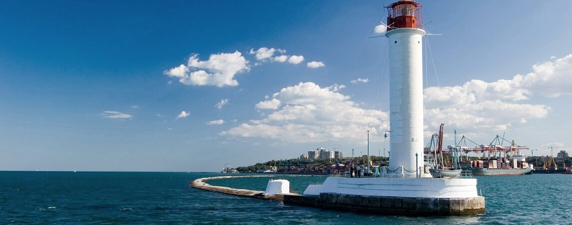 Одесский порт передал Морской администрации архив дипломно-паспортного отдела