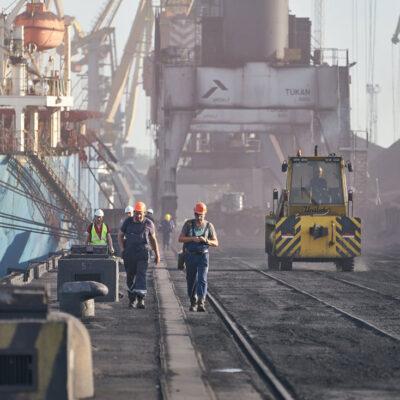В сентябре госстивидор «Южный» перевыполнил план обработки грузов на 14%