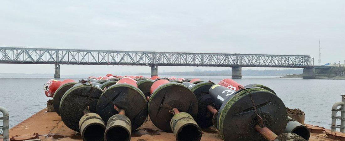 «Госгидрография» сняла сезонные буи на Кременчугском и Каменском водохранилищах