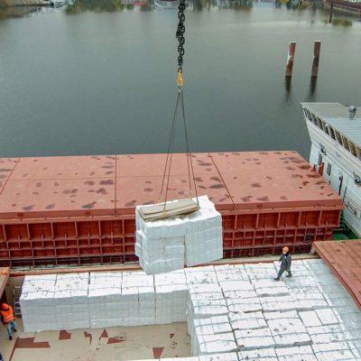 Киевский речной порт обработал транзитный груз целлюлозы из Беларуси