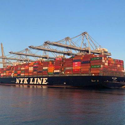 Порт Роттердам принял первый мегаконтейнеровоз после углубления акватории Амазоненхафен
