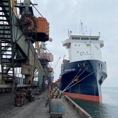 Госстивидор «Южный» обрабатывает третье судно с оборудованием для ВЭС