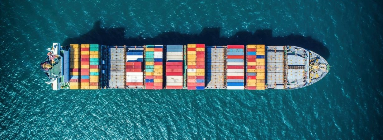 Чартерные ставки на контейнеровозы достигли 12-летнего максимума