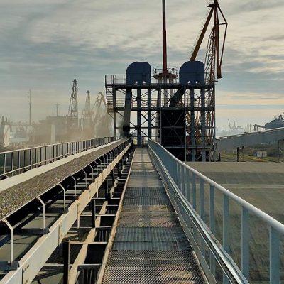 В порту «Черноморск» реализовали схему перегрузки сыпучих грузов через причал №22
