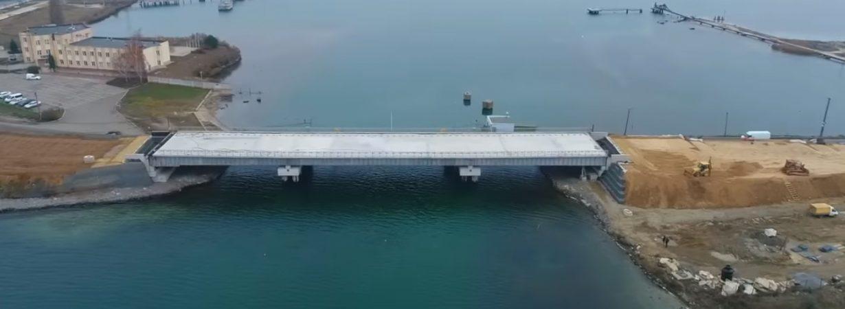 На строительстве моста через Сухой лиман идет возведение насыпей