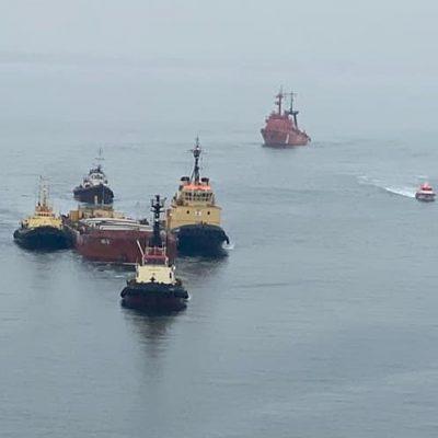 Аварийную баржу МБ-2 отбуксировали в Одесский порт