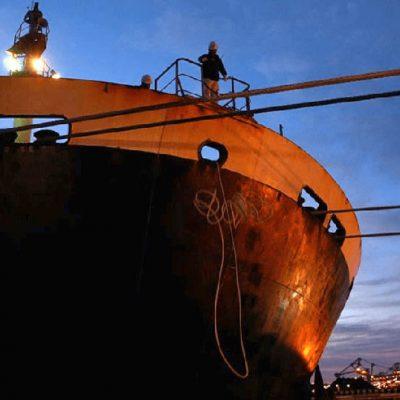 Более тысячи моряков застряли на судах из-за конфликта между Австралией и Китаем