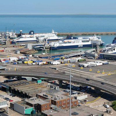 Британия из-за коронавируса запретила паромам покидать порт Дувр