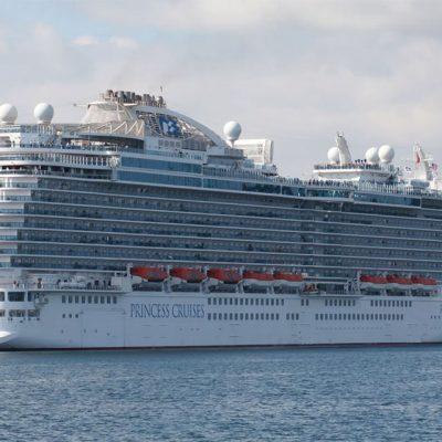 Круизные лайнеры без пассажиров начали стекаться в порт Лос-Анджелеса
