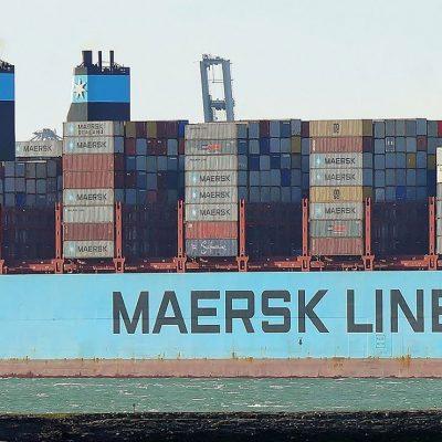 Порт Роттердам отправил контейнеровоз с рекордной осадкой