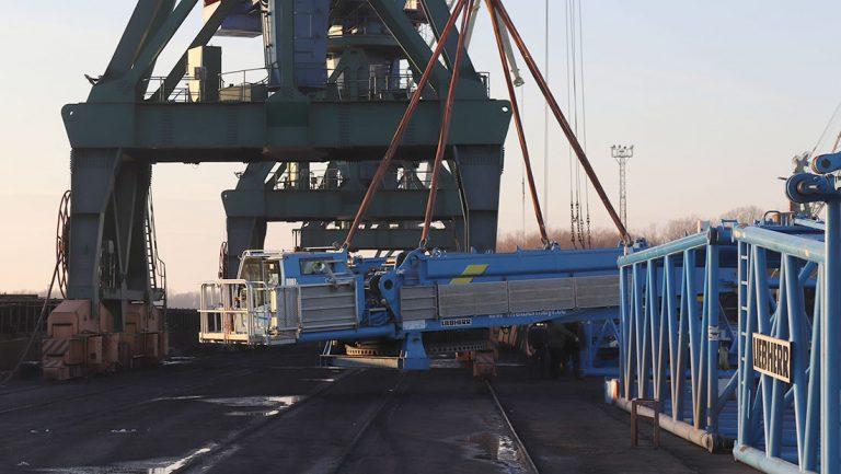 Порт Измаил начал перевалку оборудования для монтажа ветрогенераторов