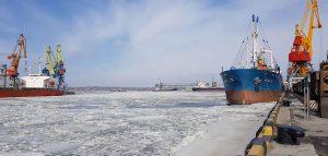 В трех портах и на каналах началась ледовая кампания
