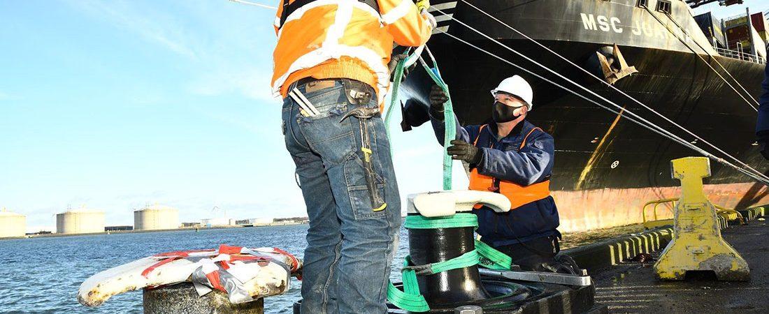 Порт Роттердам проведет испытания «умного» швартовного пала