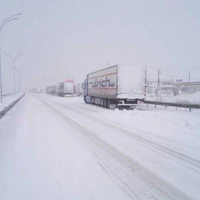В связи с непогодой временно запретили въезд грузовиков в Одессу