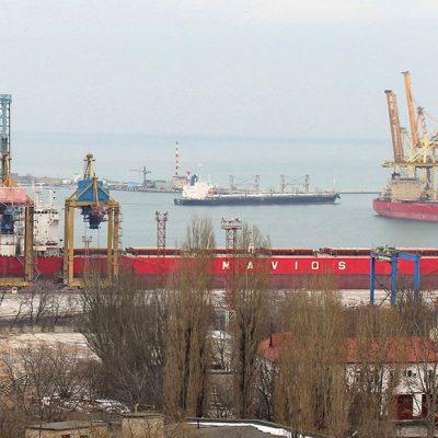 Судозаходы: шесть панамаксов и постпанамаксов в порту Черноморск