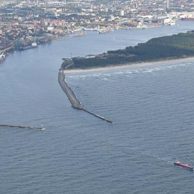 Порт Клайпеда начал углублять судоходный канал для увеличения разрешенной осадки судов