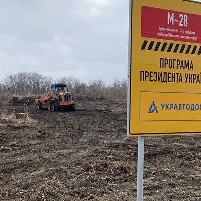 На строительстве дороги в Одесский порт началась укладка геосетки