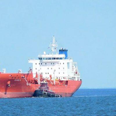 Пираты похитили 15 моряков с танкера в Гвинейском заливе