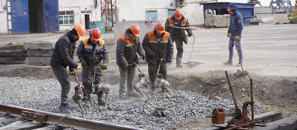На строительстве зернового терминала в Мариупольском порту реконструируют железнодорожный переезд