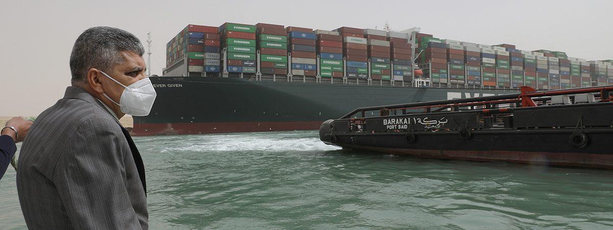 Администрация Суэцкого канала назвала случайностью инцидент с застрявшим мегаконтейнеровозом