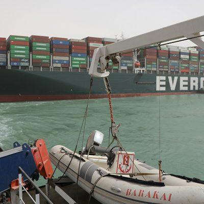Страховщик блокировавшего Суэцкий канал контейнеровоза оспорил его арест