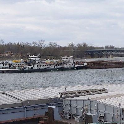 Теплоход УДП врезался в опору моста в Венгрии