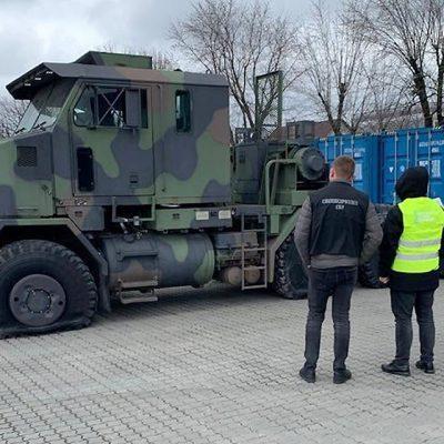 Через Одесский порт пытались ввезти армейский тягач под видом фуры