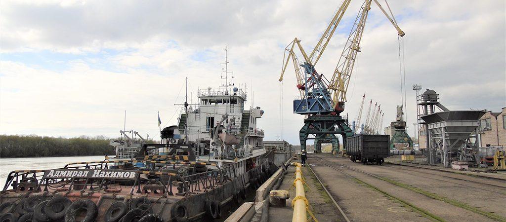 Госстивидор «ИЗМ МТП» разгрузил первую баржу с металлом из Запорожья
