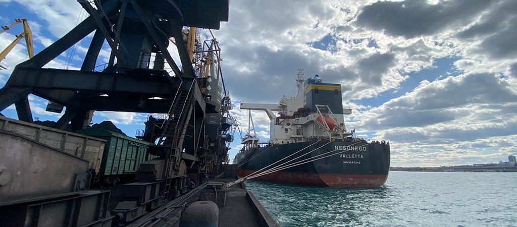 Судозаходы: пятерка крупнейших судов порта Пивденный в марте