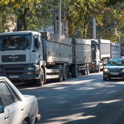 В Одессе ограничат движение грузовиков в часы пик