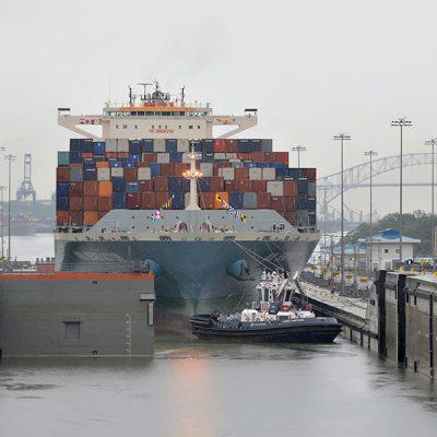 Панамский канал начал обслуживать суда длиной 370 метров
