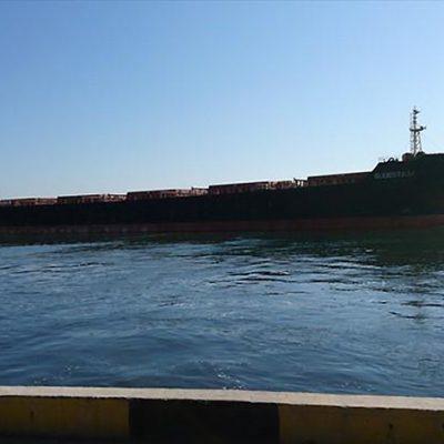 Госстивидор «Черноморск» перегружает партию шрота на панамакс