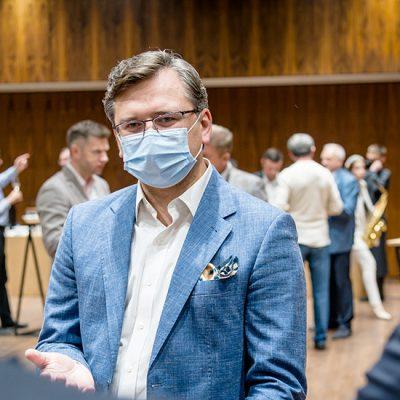 МИД постоянно ищет новые каналы сбыта украинской продукции — Кулеба