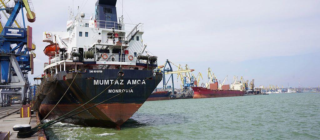 Морпорты сократили количество обработанных судов на 13% в январе-апреле