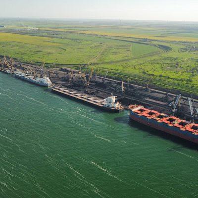 Порт «Пивденный» обрабатывает одновременно девять судов