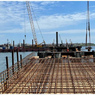 На строительстве двустороннего пирса «Рисоил Терминала» установлена первая секция