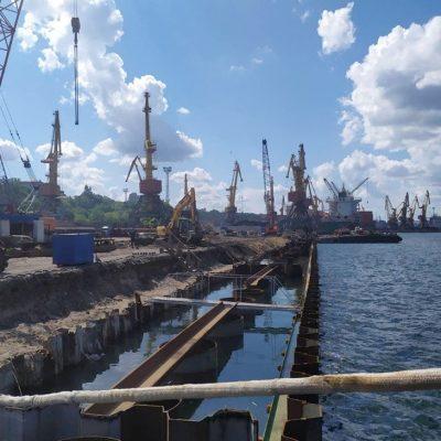 В Одесском порту завершилось обустройство шпунтовой стенки причала №7 Карантинной гавани