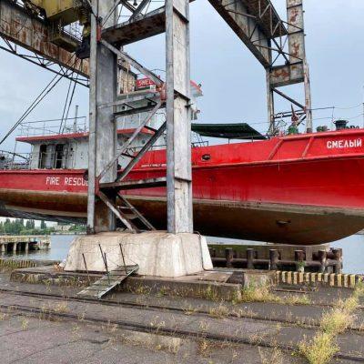 Пожарный катер Ренийского порта отправился в ремонт