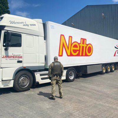 В порту Черноморск пограничники задержали грузовик с контрабандным табаком на миллионы гривен