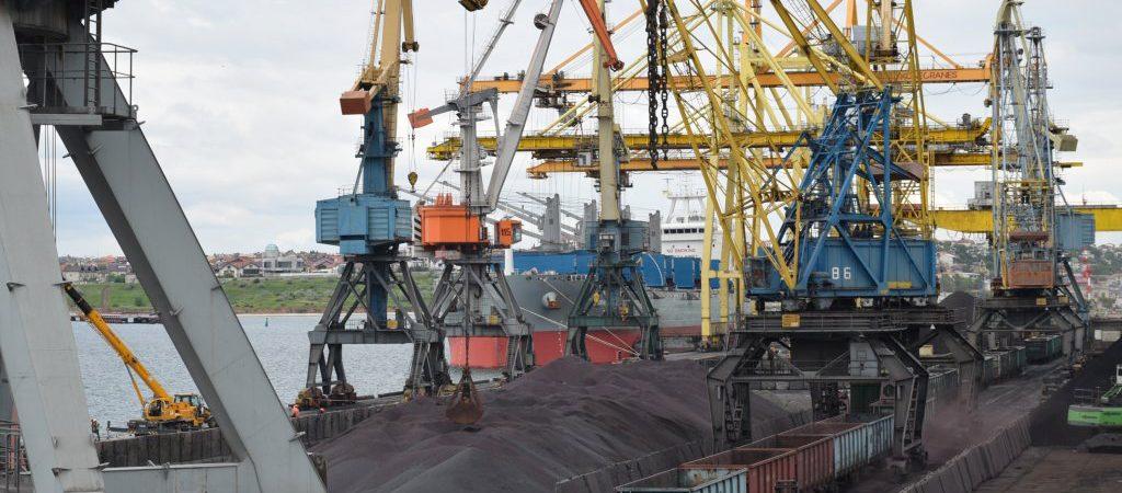 Госстивидор «Черноморск» перегружает партию ЖРК на экспорт