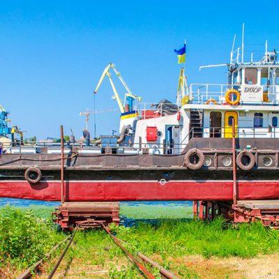 Киевский ССРЗ спустил на воду буксир-толкач после ремонта