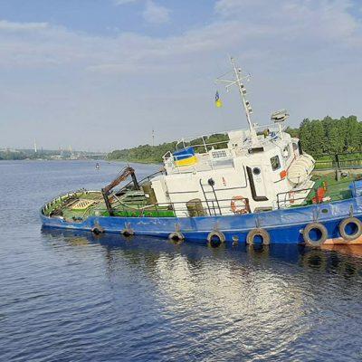 На Днепре из-за ветра село на мель судно