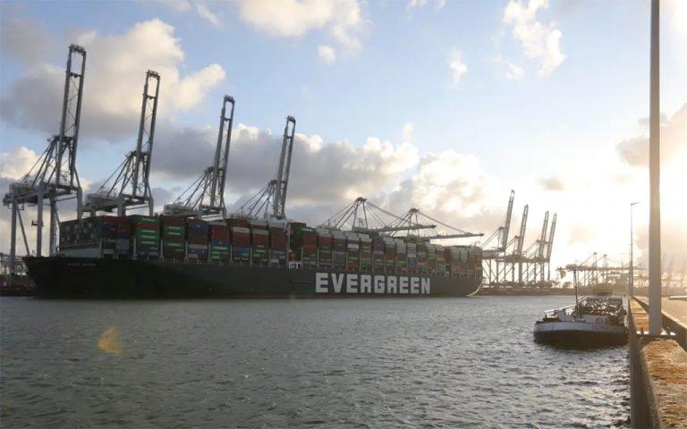 Блокировавший Суэцкий канал контейнеровоз прибыл в Роттердам