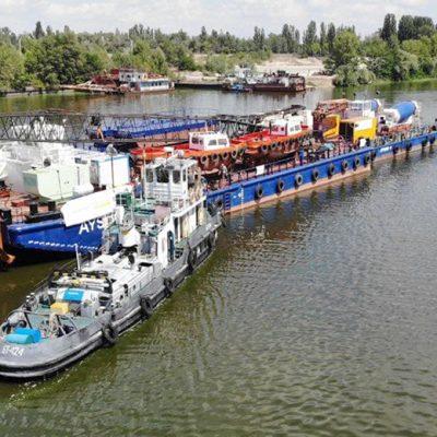 Плавкран и баржи для строительства моста в Кременчуге прибыли из Стамбула